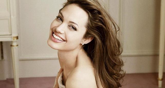 Кожа лица Анджелины Джоли