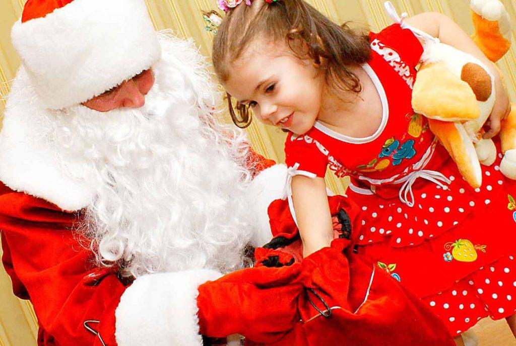 Заранее подготовьте ребёнка к встрече с Дедом Морозом