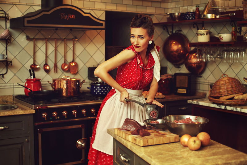 место женщины на кухне