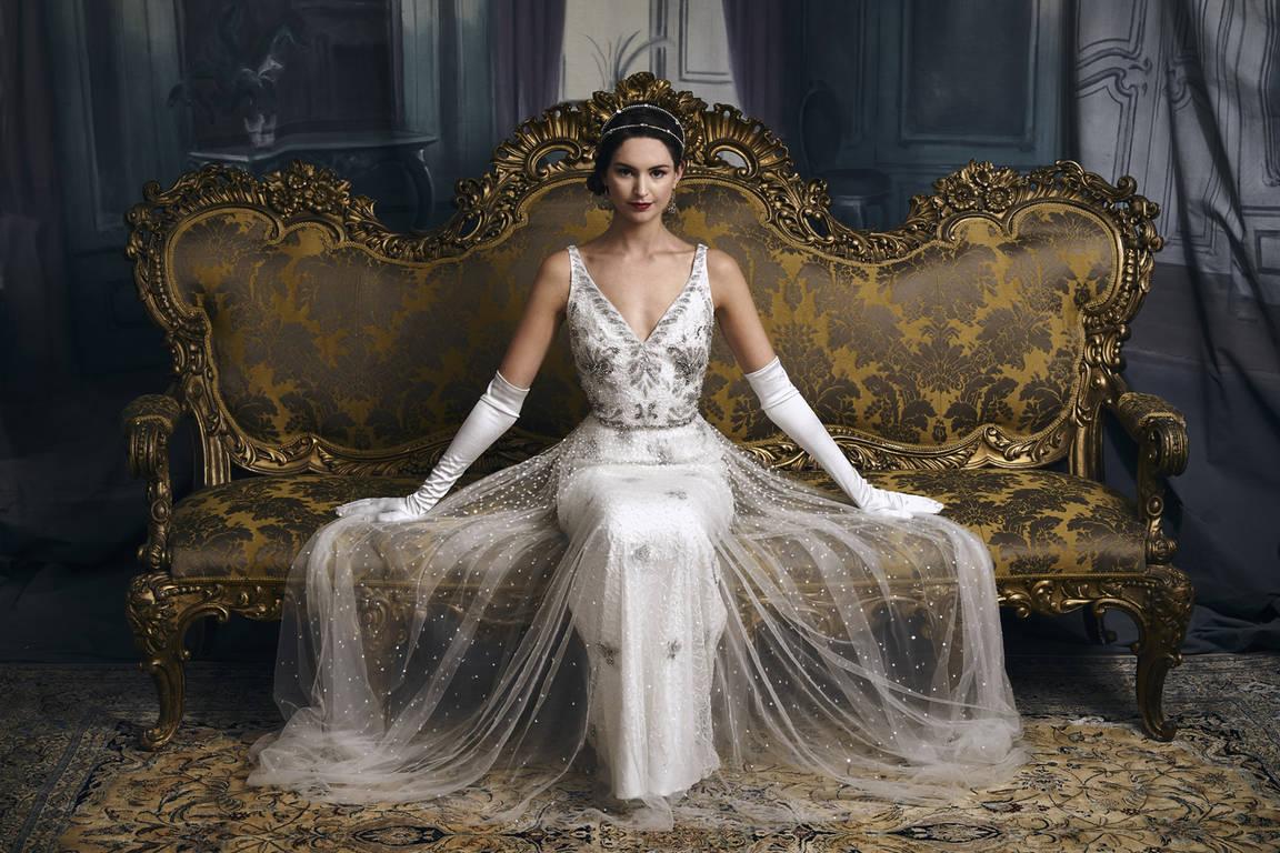 Платье невесты модели с кружевами в ретро стиле