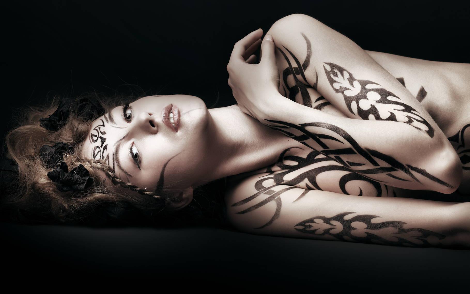 Зачем делают татуировку