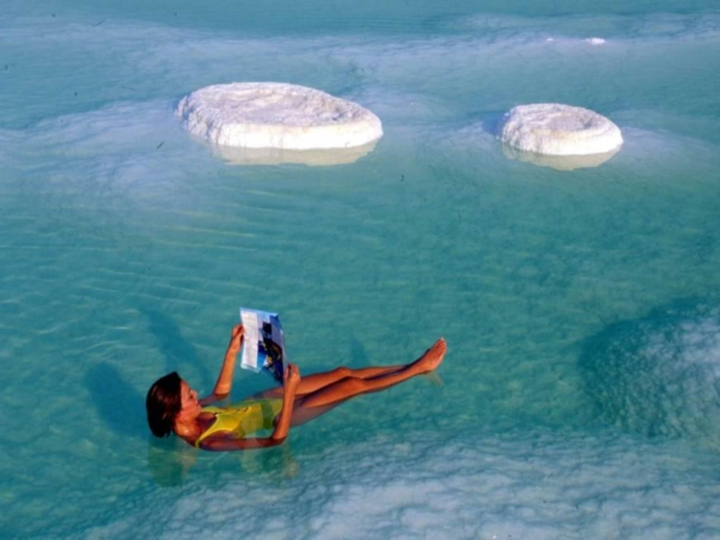 город туристов у мертвого моря