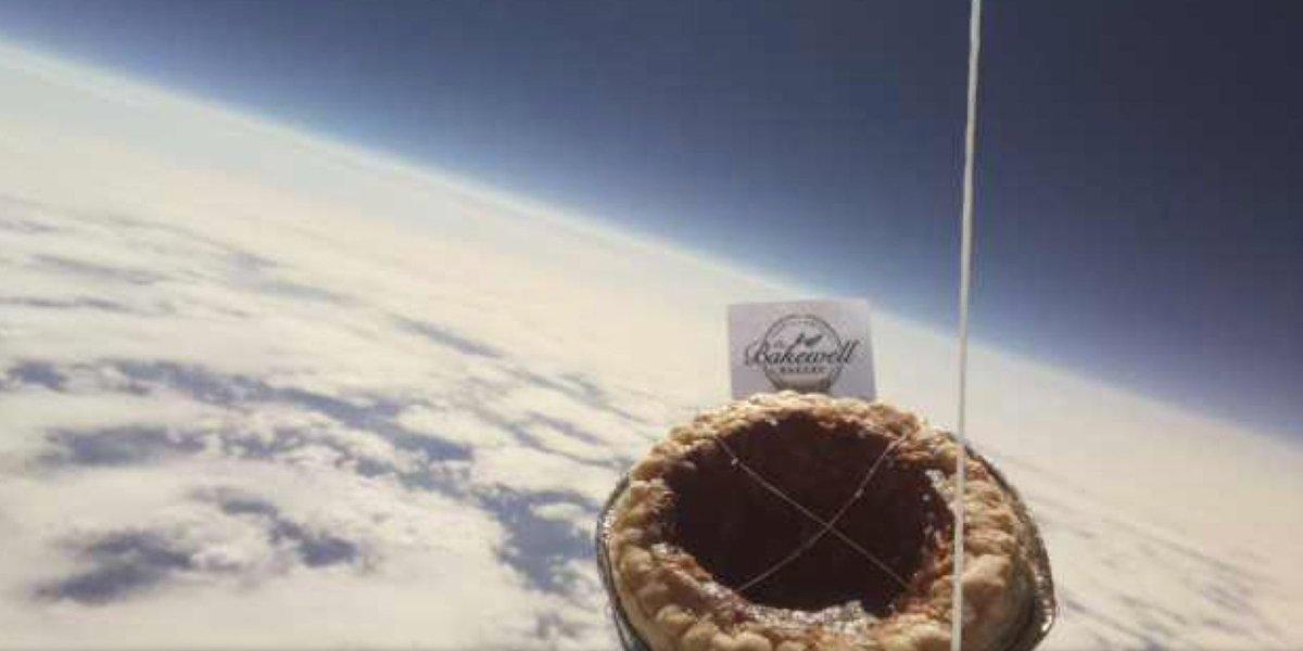 Кто-то из стратосферы умыкнул десерт у школьников из Англии