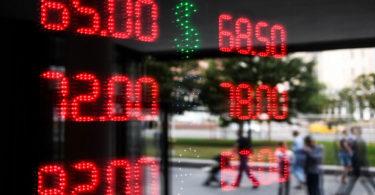 Центробанк назвал причины снижения курса рубля