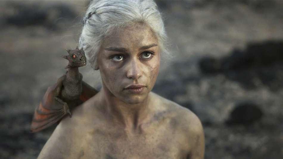 Эмили Кларк сделала татуировку в виде драконов