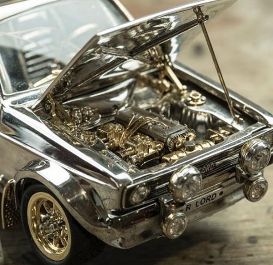 Форд из серебра и золота