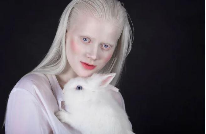 девочка альбинос