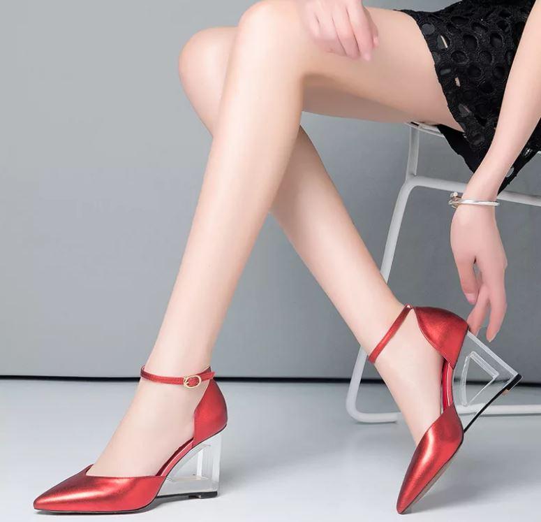 Модные женские туфли 2019 на прозрачном каблуке