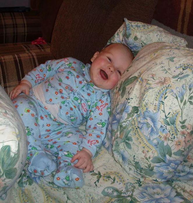 ребенок встаёт на ножки в 7 месяцев