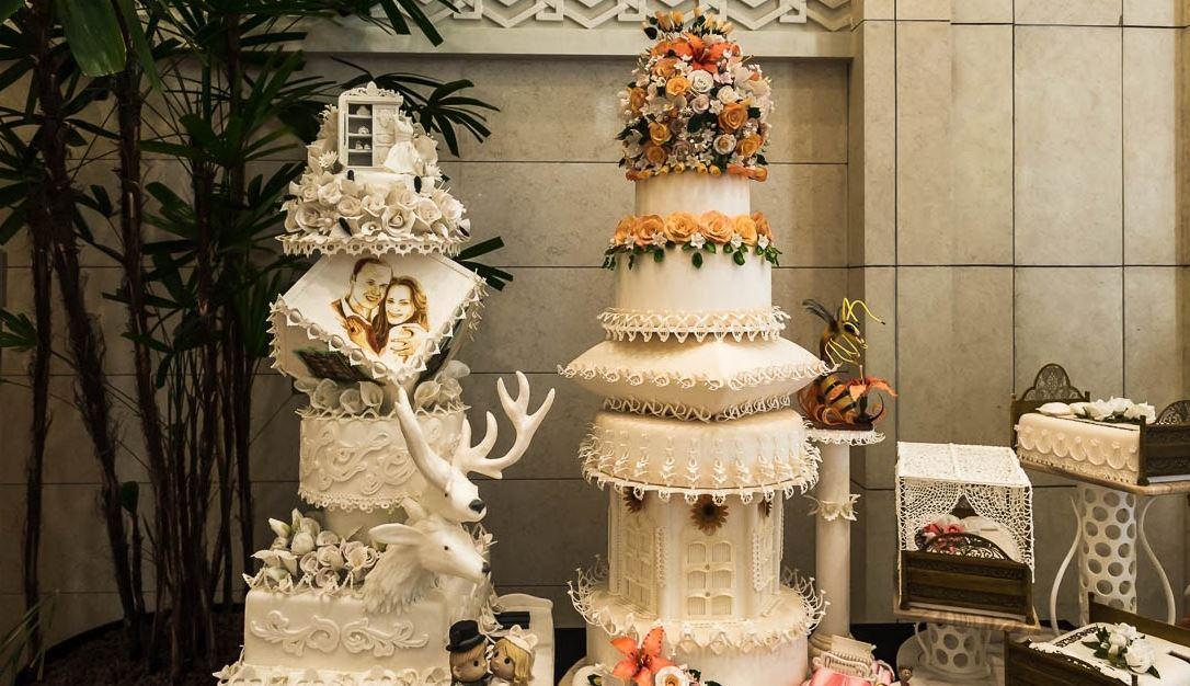 фото необыкновенных тортов комната мансарде идея