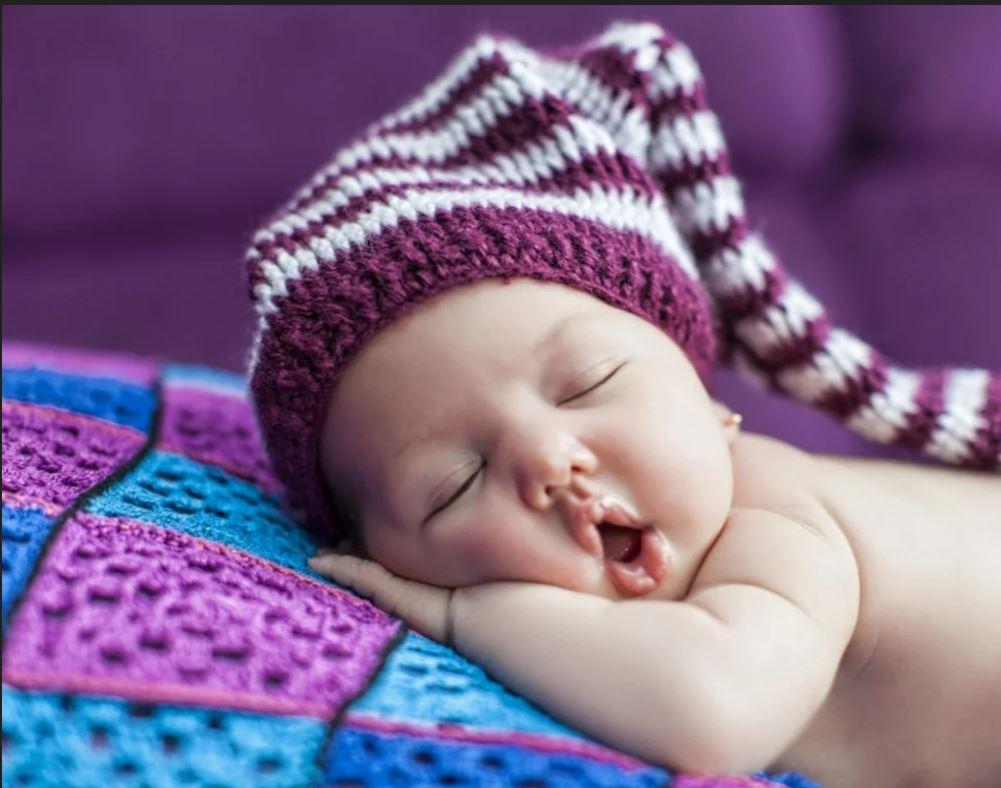 Ребёнок спит грудничок